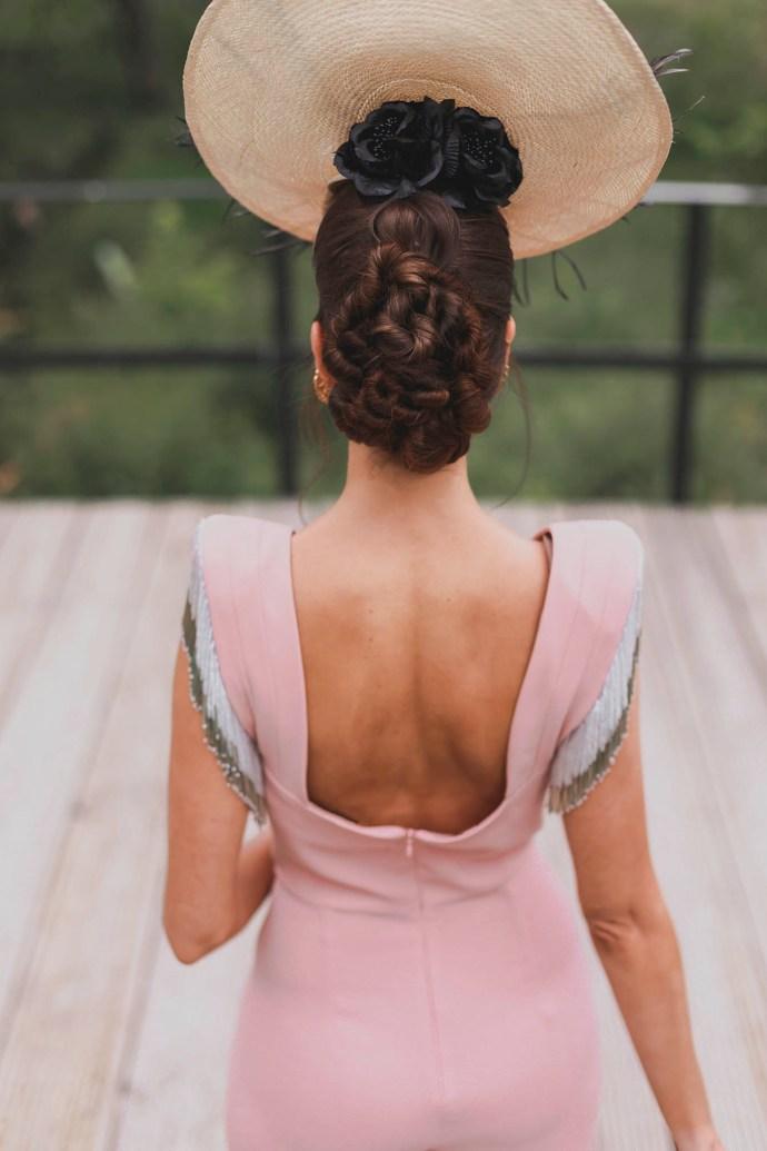 Look invitada boda 2018 mono nude tocado