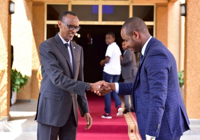 Jado Uwihanganye yatangariye iterambere rya Singapore aryifuriza u Rwanda