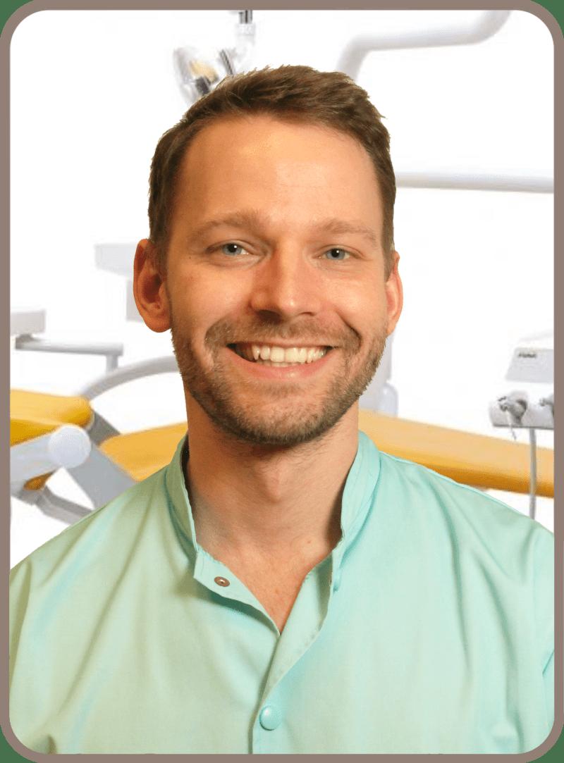 Dr. Tóth-Gáspár Máté fogorvos