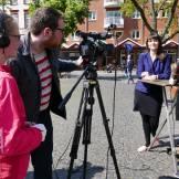 Filmproduzentin Alicia-Eva Rost bei einem Interviewdreh