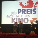 Minister Boris Rhein (hessisches Ministerium für Wissenschaft und Kunst) vergibt den Preis für nachhaltiges Kino im deutschen Filmmuseum