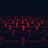 Rote Sessel im Kino. InZwischenZeit:Filme produziert hochwertige Filme