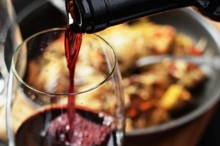 Toarnă-ți un pahar de vin