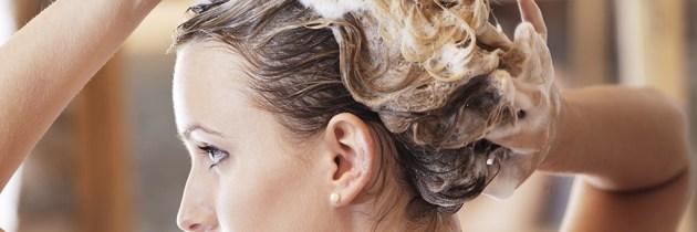 Știai că nu e bine să-ți speli părul zilnic? Află de ce!