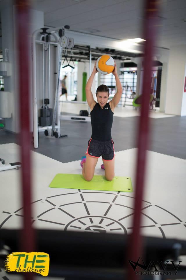 """Unul din exercitiile cele mai faine: aruncam o minge de 3 kg """"la cos"""" :)"""
