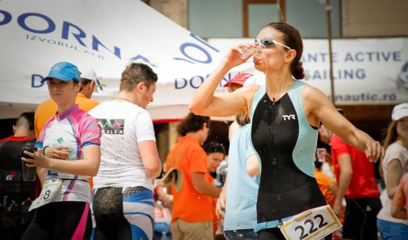 (c) George Grosescu Asa se bea apa in modul cel mai feminin si gratios cu putinta ;-)