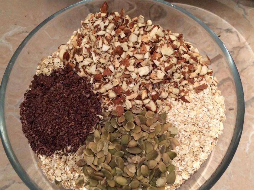 Fulgi de ovaz, migdale, seminte de dovleac, miez de cacao (as fi putut pune mai mult!)