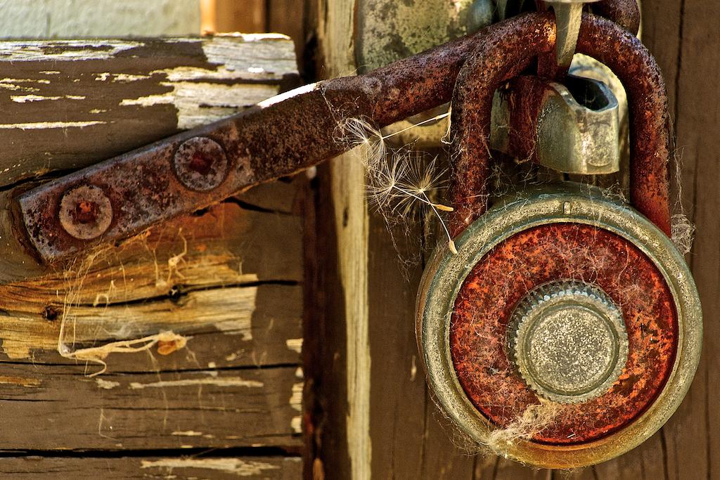 rusted-combination-lock