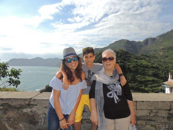 La mia famiglia sulla terrazza panoramica di Corniglia