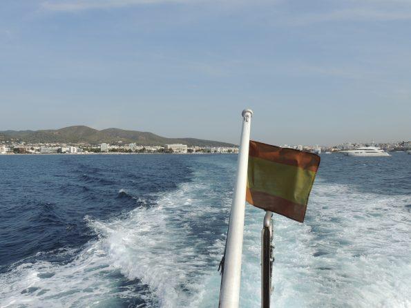 Verso Formentera con Ibiza in lontananza
