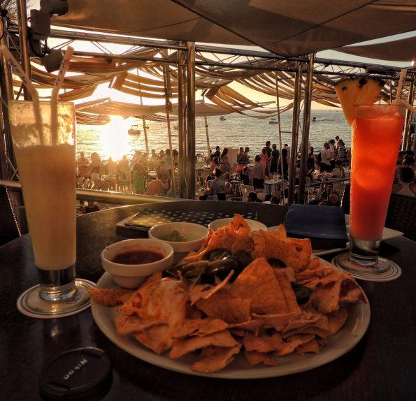 """L'aperitivo al """"Cafè del Mar"""""""