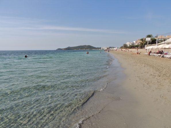 Playa d'En Bossa al mattino presto