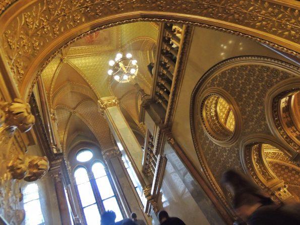 Le volte dorate del Parlamento di Budapest
