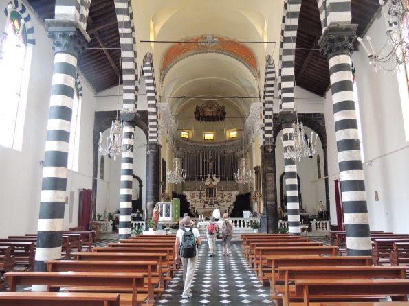 L'interno di San Giovanni Battista