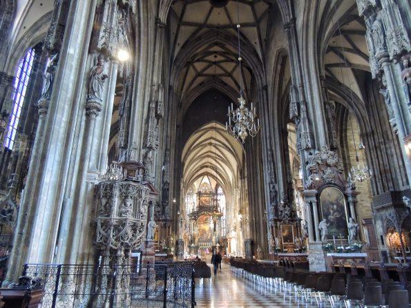 La navata centrale di Stephansdom