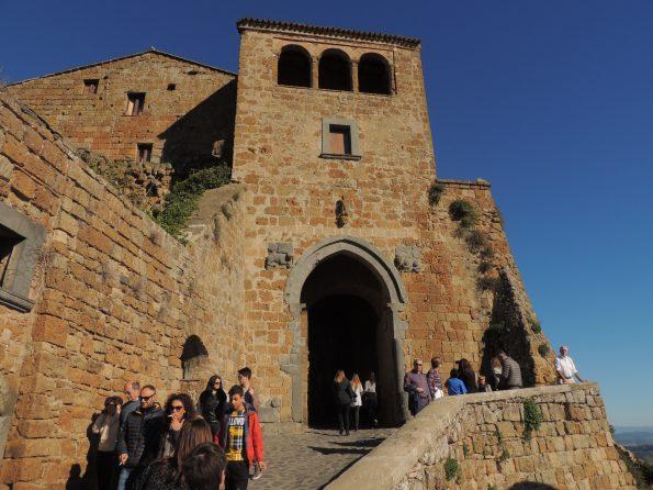 La porta di Santa Maria, unico accesso a Civita di Bagnoregio