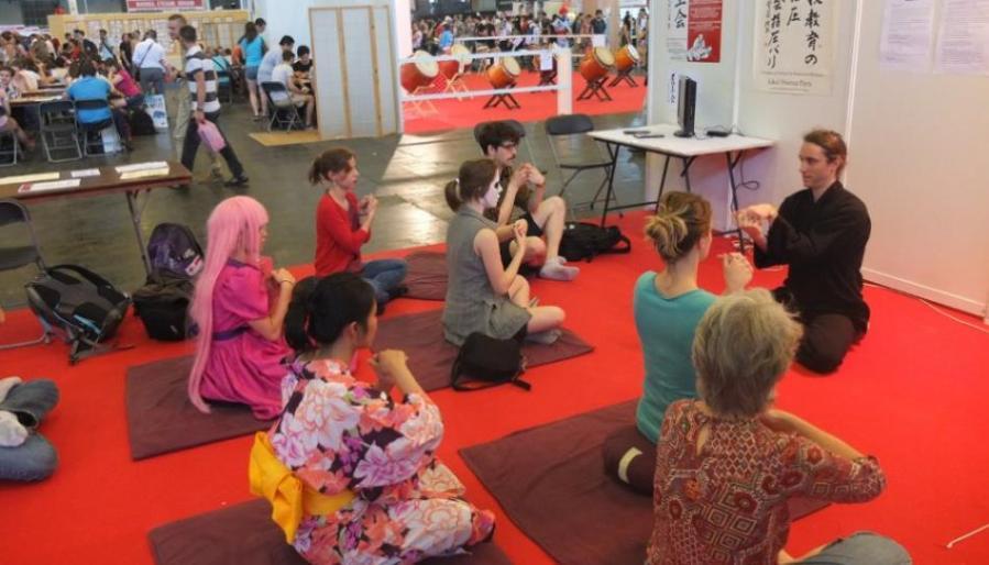 seances collectives de DO IN technique d'automassage et d'etirements des meridiens