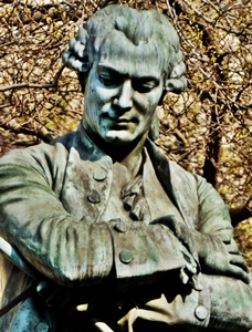 Estatua de Beaumarchais en Paris