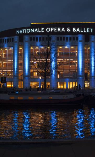 Het Muziektheater en Amsterdam