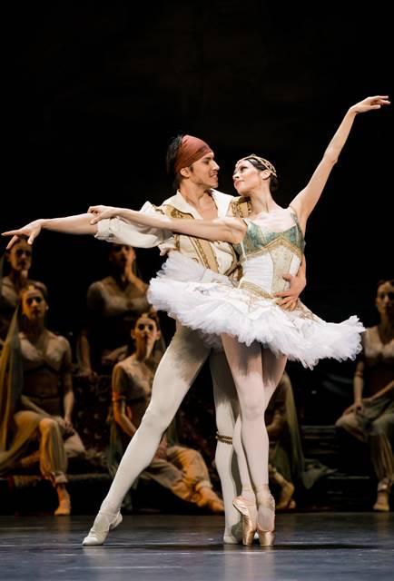 Le Corsaire ballet en Viena adam Robert Gabdullin (Conrad), Maria Yakovleva (Médora)