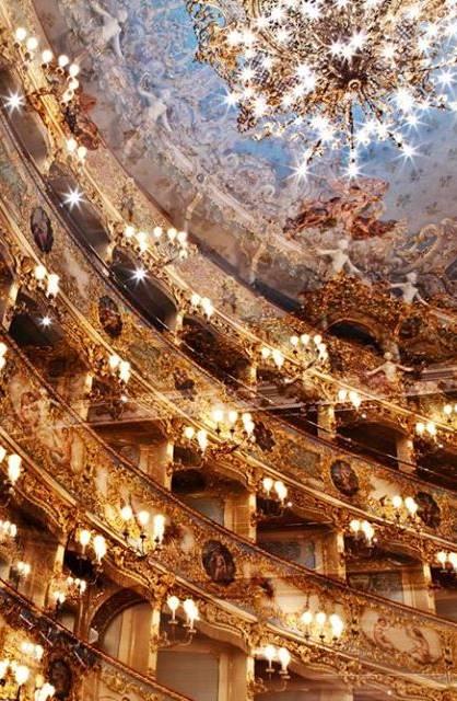 Concierto de año nuevo en la Fenice de Venecia, vídeo del concierto del primero de enero de 2017 dirigido por Fabio Luisi