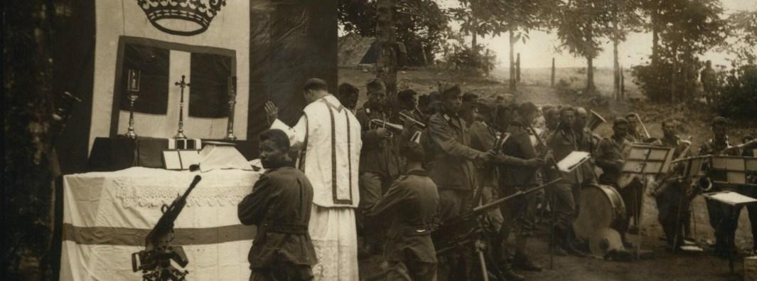 Padre Gerardo Bongioanni officia sul fronte albanese