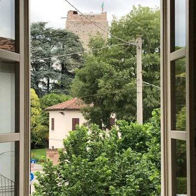 Il panorama visconteo incorniciato dalle finestre di casa Rolla