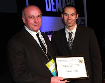Gordon Skeggs (left) receives the 2104 SCE-Rocktec Award from Jason Tapper.
