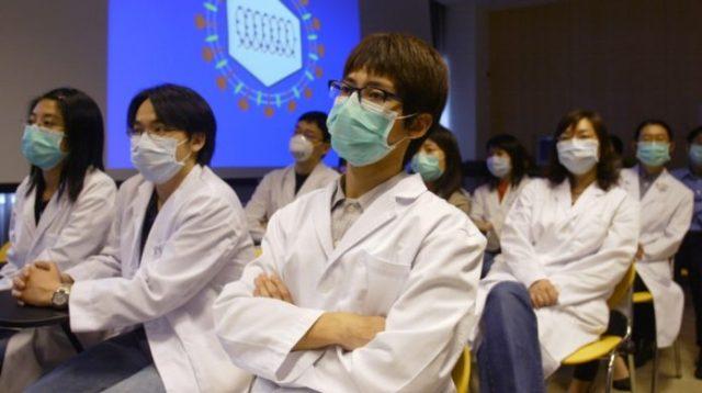 Médicos contra el coronavirus