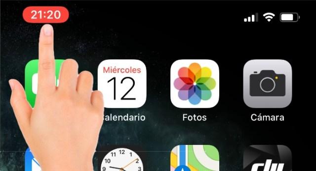 Dedo pulsando hora para detener la grabación pantalla iOS13