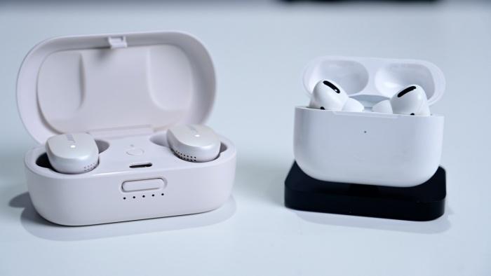 AirPods Pro vs Bose QuietComfort Earbuds