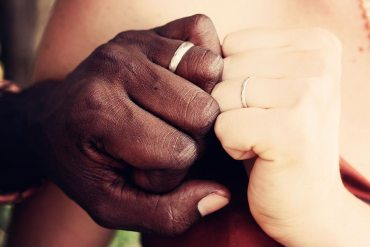 Intersezione tra neurodiversità, etaismo, xenofobia e razzismo