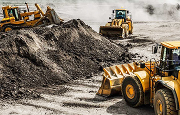 The installed base of construction equipment OEM telematics systems will reach 6.9 million units worldwide by 2024