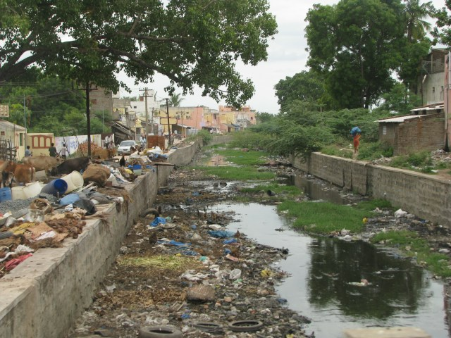 India_-_Sights_&_Culture_-_garbage-filled_canal_(2832914746).jpg