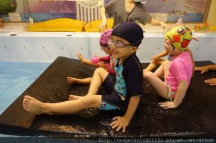【台北】●京華城.親子遊●夏天不用曬太陽的溜小孩行程(游泳課太好玩)!