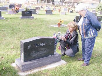 Bobbi Crawford gravestone