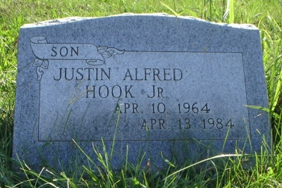Justin Hook's gravestone