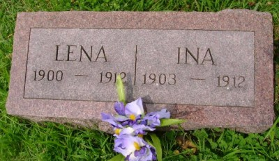 lena-and-ina-stillinger-gravestone