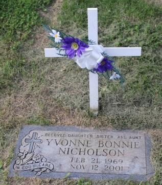 yvonne-nicholson-gravestone