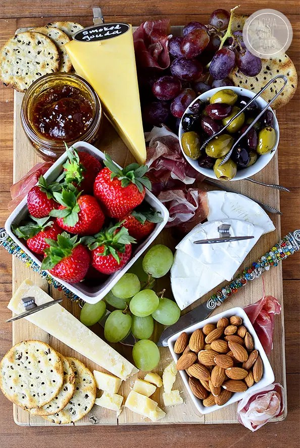 How To Make a Cheese Platter For Entertaining