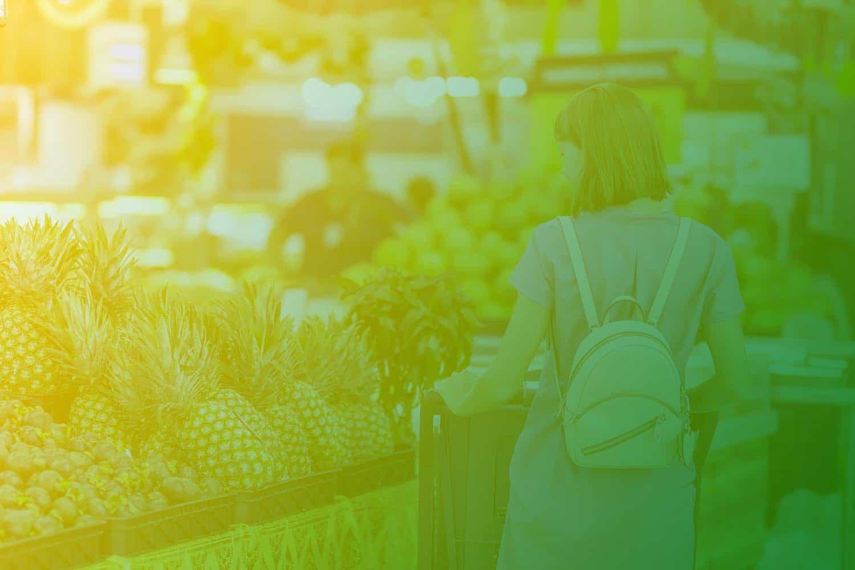 Zum Artikel Digitaler Personenzähler: Frau mit Einkaufswagen im Supermarkt