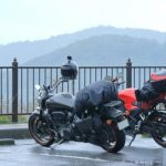 雨のバイク