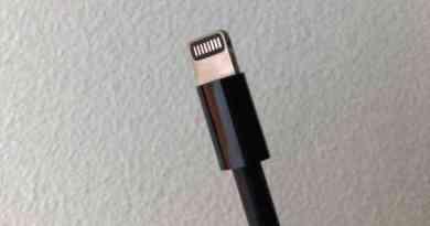 iMac Proには、ブラックLightningケーブルが付属