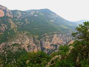 Gorges du Verdon, France, Provence, canyon, vertigous rocks, green forests