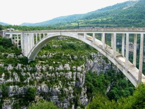 Pont de l'Artuby, Gorges du Verdon, Provence, bungee jumping, vertical clifs, high bridge