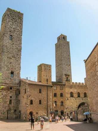 Piazza delle Erbe - San Gimignano