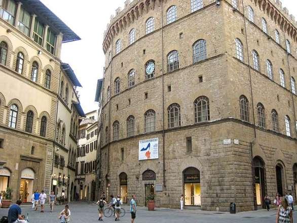 Piazza di Santa Trinita in Florence