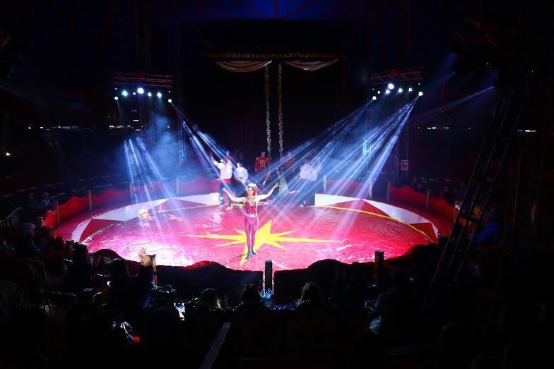 Spettacoli dell'Olympia Circus nel parco divertimenti VIALAND ad Istanbul in Turchia