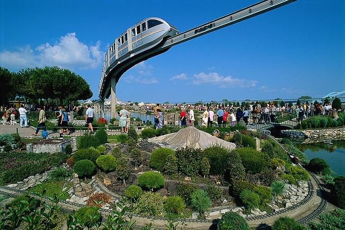 I parchi divertimento aperti a Pasqua e Pasquetta in Italia