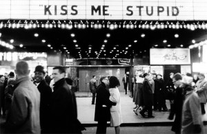 Joel Meyerowitz  New Years Eve NYC Kiss me stupidhellip